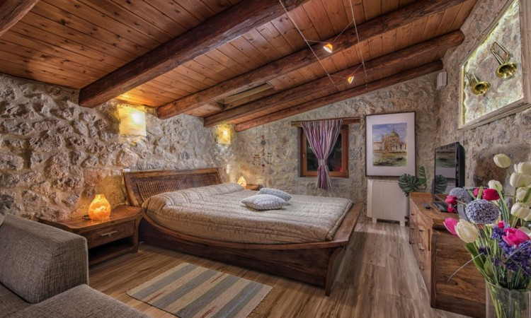 STONEHOUSE-UPPER-BEDROOM-V1-1140x640